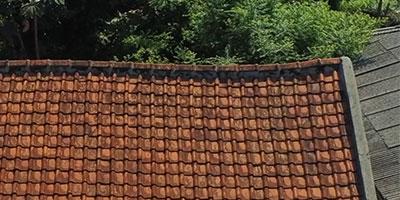 renovasi atap rumah,ganti atap rumah,biaya renovasi atap kayu,atap baja ringan,atap kayu